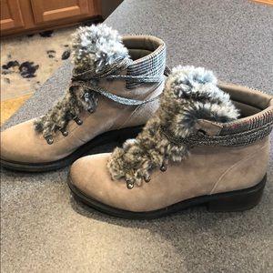 Sam Edelman Darrah 2 faux fur boots. Size 8.5